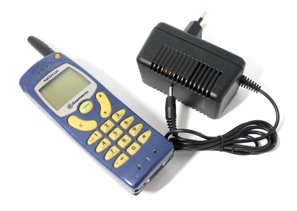 Сотовый телефон Nokia (зарядное устройство)