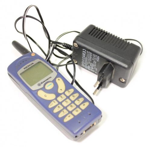 Сотовый телефон Nokia (сзарядным устройством)
