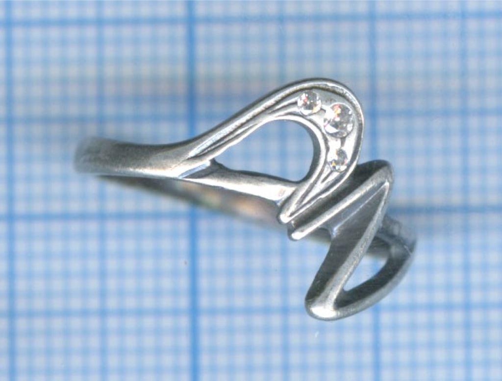 Кольцо сфианитом
