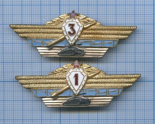 Набор нагрудных знаков «Классность» (1-й класс, 3-й класс) (СССР)
