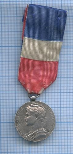 Медаль «Republique Francaise - Ministere Commerce EtDeLindustrie». Вес 12 гр. 1909 года (Франция)