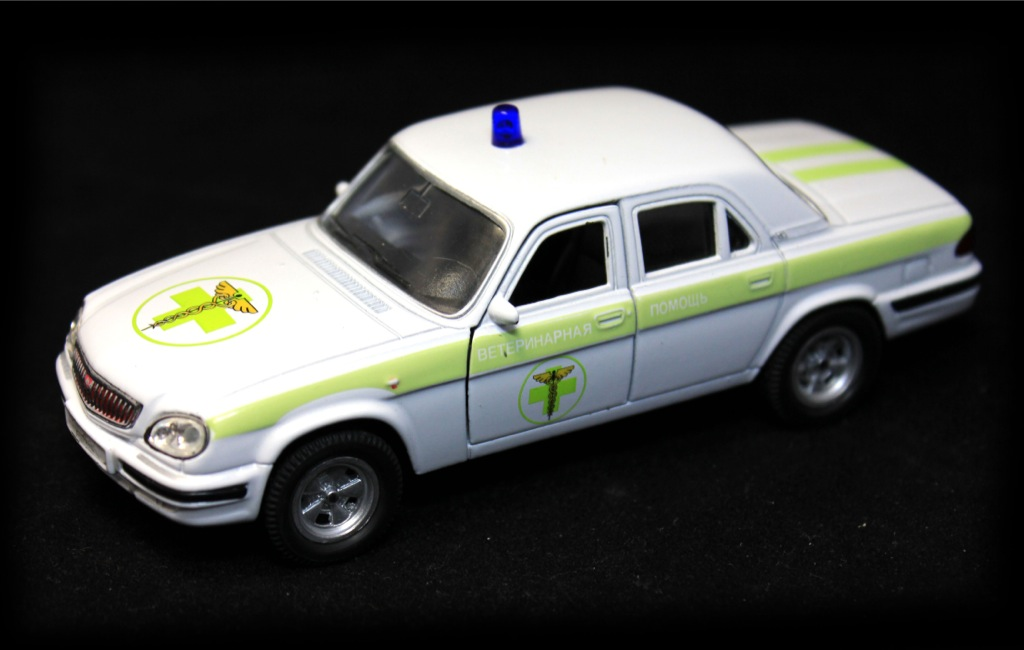 Моделька машины (12 см)