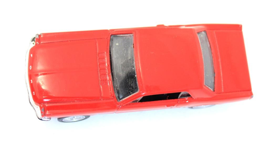 Моделька машины (8 см)