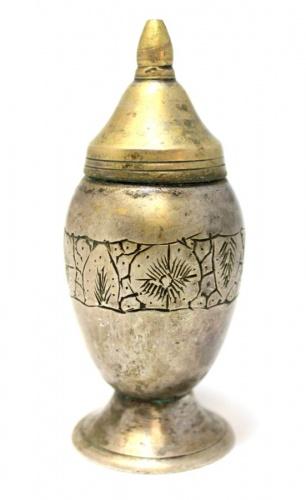 Перечница (латунь, серебрение, 30-е гг., штихельный рисунок, 9,5 см)