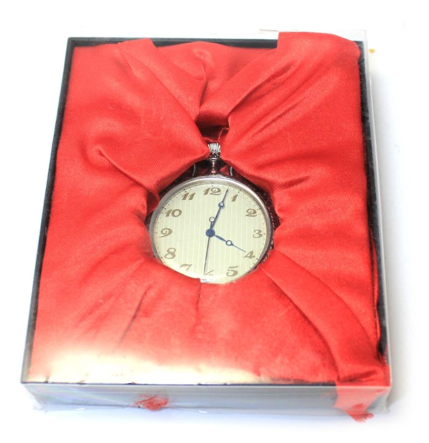 Коллекционные карманные часы (диаметр 4 см) 2013 года (Россия)