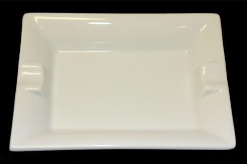 Пепельница (клеймо «ИФЗ», фарфор, 11,6×8,6 см)