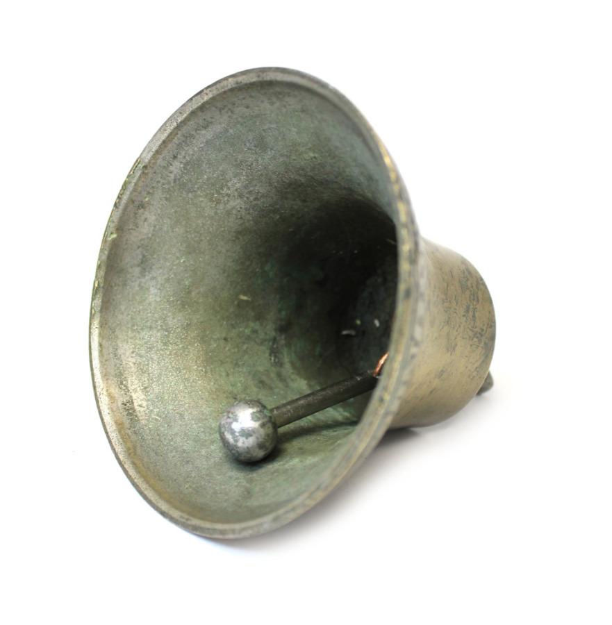 Колокол (10 см) в звоне.