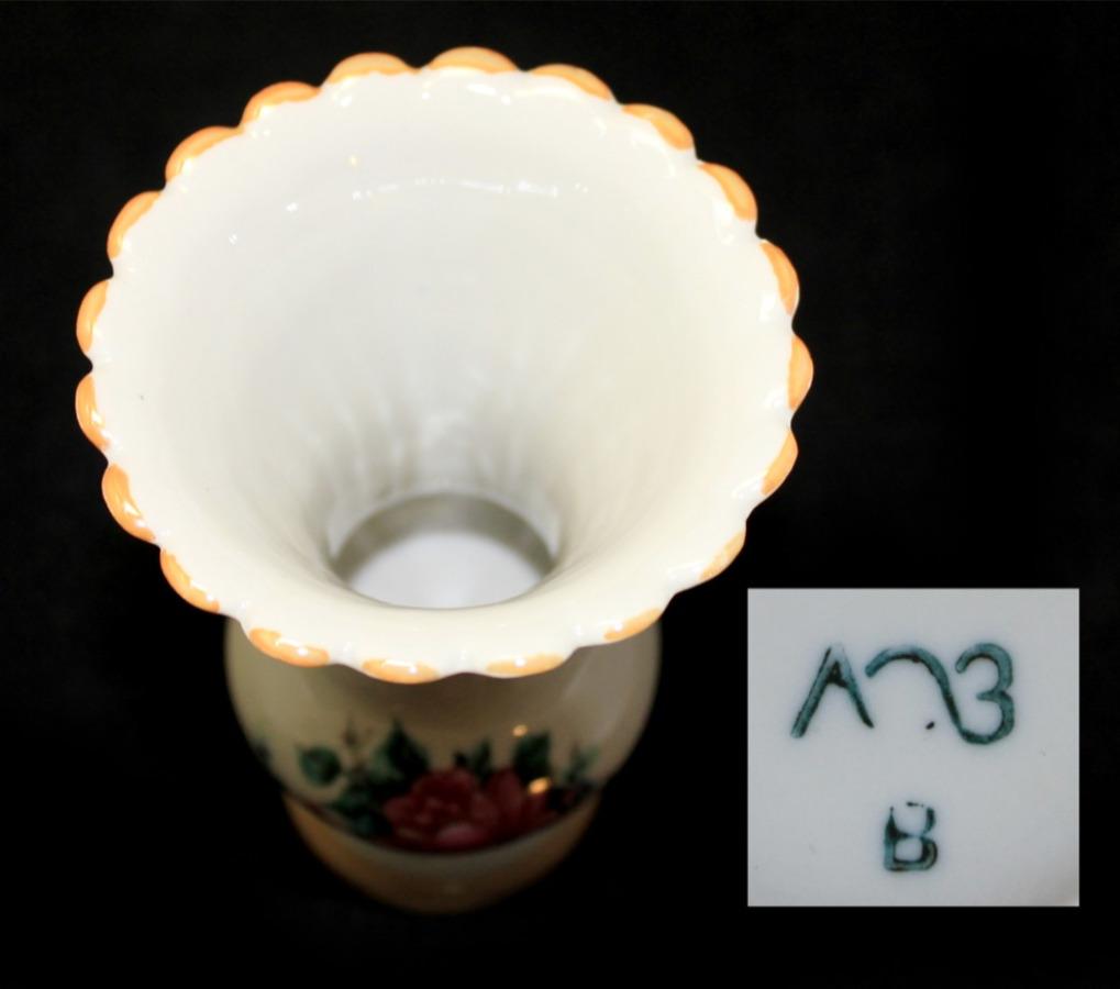 Вазочка (фарфор, клеймо «ЛОЗ», 11,5 см)