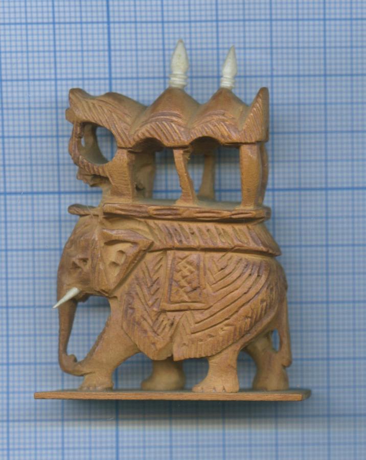 Фигурка «Слон» (сандал, слоновая кость)