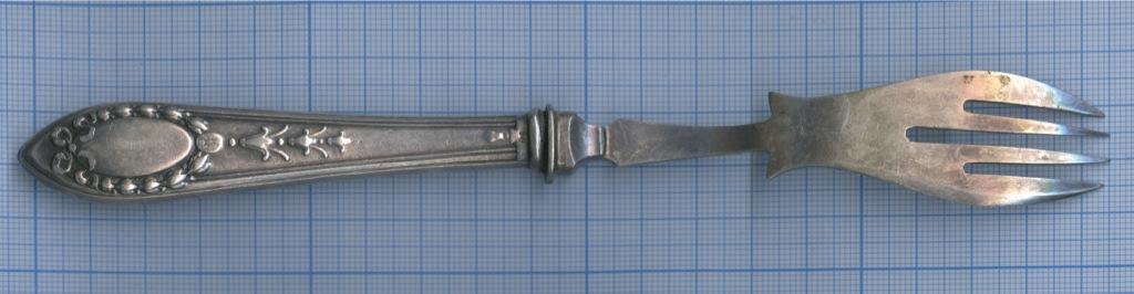 Вилка (глубокое серебрение, штихельный рисунок, до1917 г., 20 см)