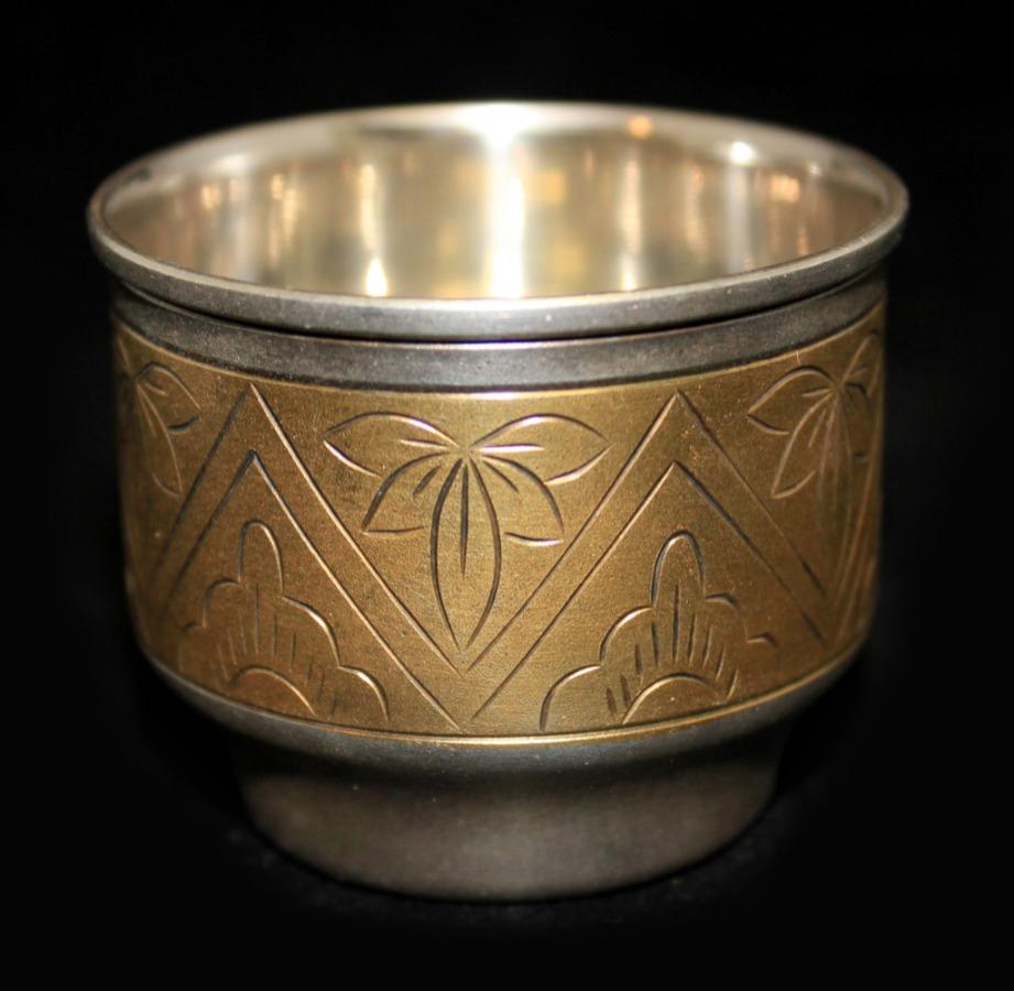 Стопка (мельхиор, золочение, штихельный рисунок, внутреннее серебрение, клеймо «ЮММЕТ», 4,3 см) (СССР)