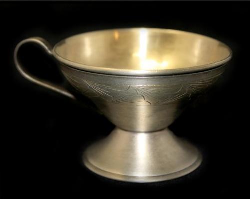 Чашечка кофейная (мельхиор, штихельный рисунок, клеймо, 5×7,4 см) (СССР)