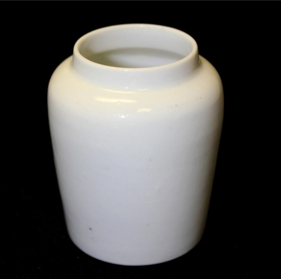 Горчичница (фарфор, клеймо Т-ва М. С. Кузнецова, 7,5×6 см) (Российская Империя)