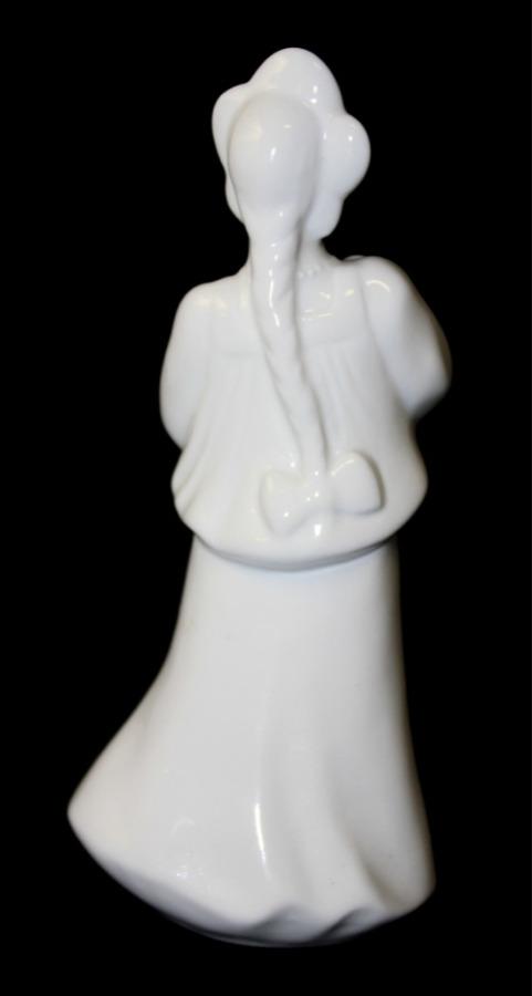 Статуэтка «Катюша. Фестиваль» (ЛФЗ, фарфор, 16 см, печная трещина надне)