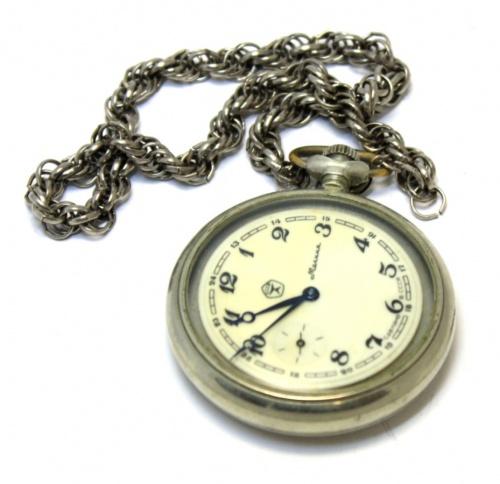 Часы карманные «Волки наохоте влесу» («Молния», рабочие, 5 см) (СССР)