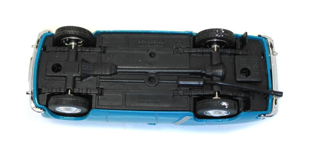 Модель машины «Москвич-402» (10 см)