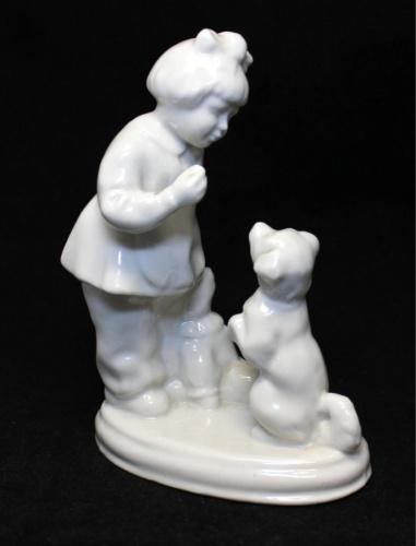 Статуэтка «Девочка ссобакой» (15 см)