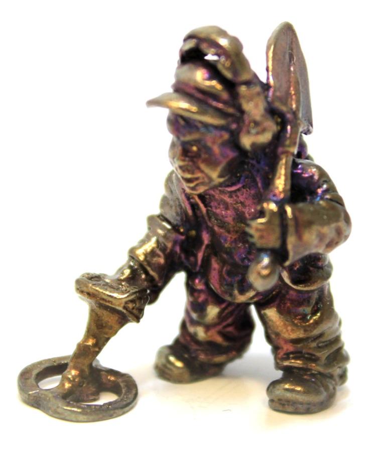 Фигурка «Кладоискатель» (бронза), 3,5 см