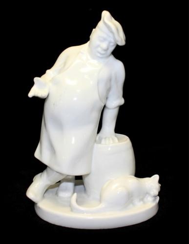 Статуэтка «Повар икот» (фарфор, ЛФЗ, скол большого пальца повара, 18 см) (СССР)