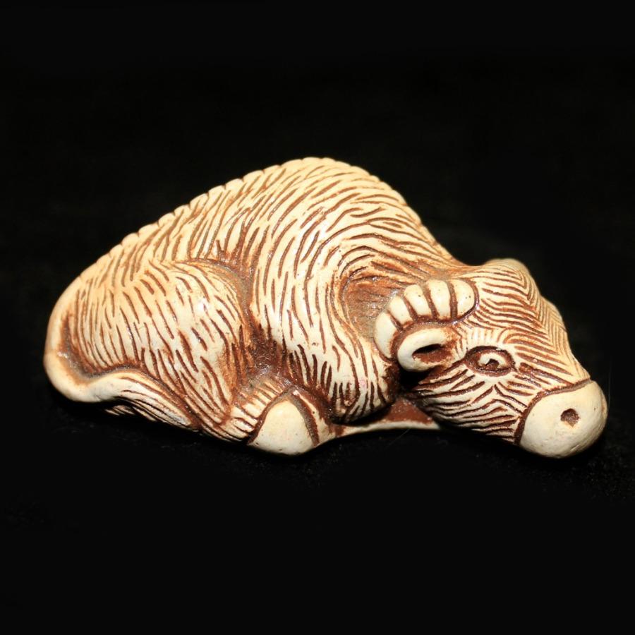 Фигурка-нэцкэ «Буйвол» (2,5×5 см)