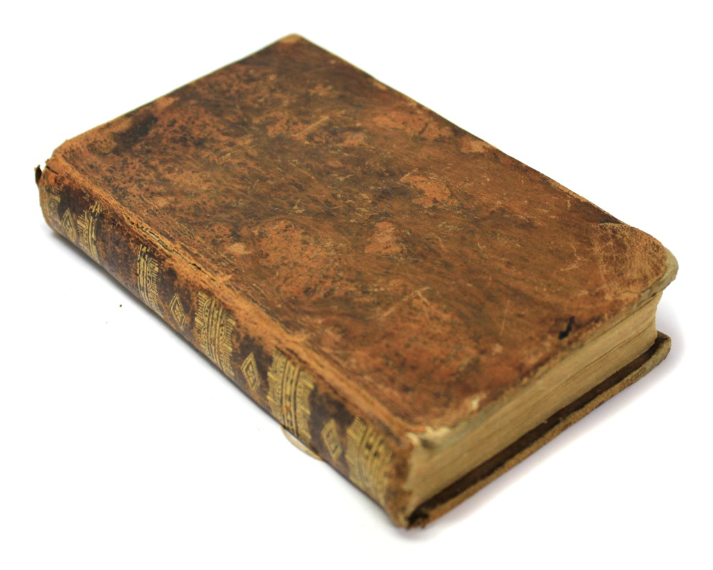 Книга «Oeuvres de M. Boileau», Лион, 303 стр. 1814 года (Франция)