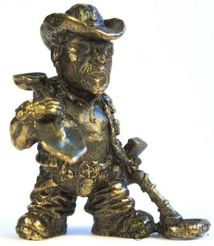 Фигурка кладоискателя (бронза, 3,5 см) (Россия)