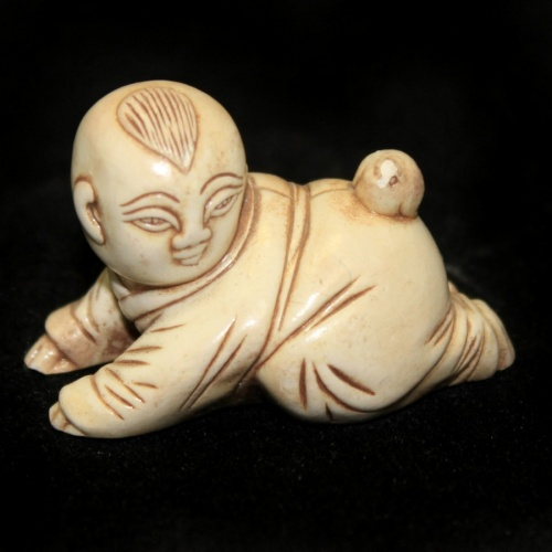 Фигурка-нэцкэ «Ребенок» (3 см)