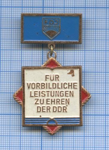 Знак «Fur Vorbildliche Leistungen ZuEhren Der DDR» (Германия)