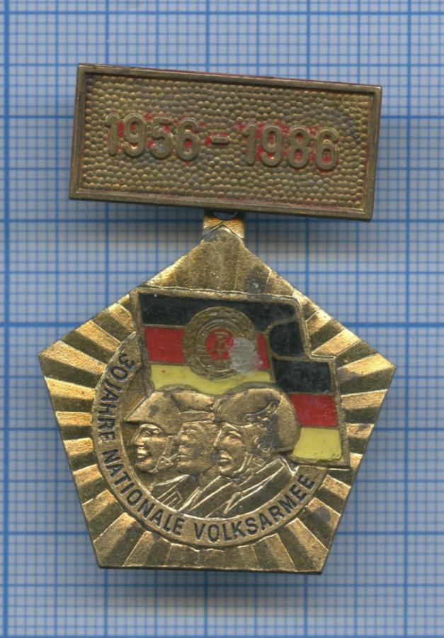 Знак «30 Jahre Nationale Volksarmee» 1986 года (Германия (ГДР))