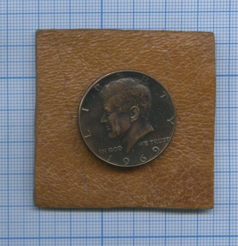 Пуговица «50 центов 1969 США»