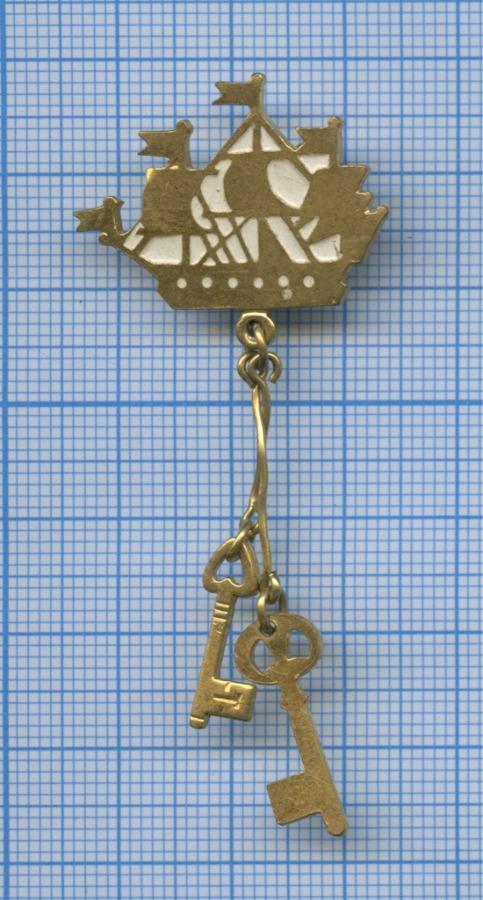 Значок «Кораблик нашпиле Адмиралтейства» (СССР)