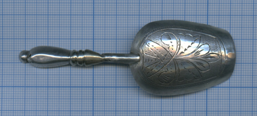 Совочек для сахара (серебро 84 пробы, клейма мастера, штихельный рисунок, 9,5 см, 10,45 гр.)