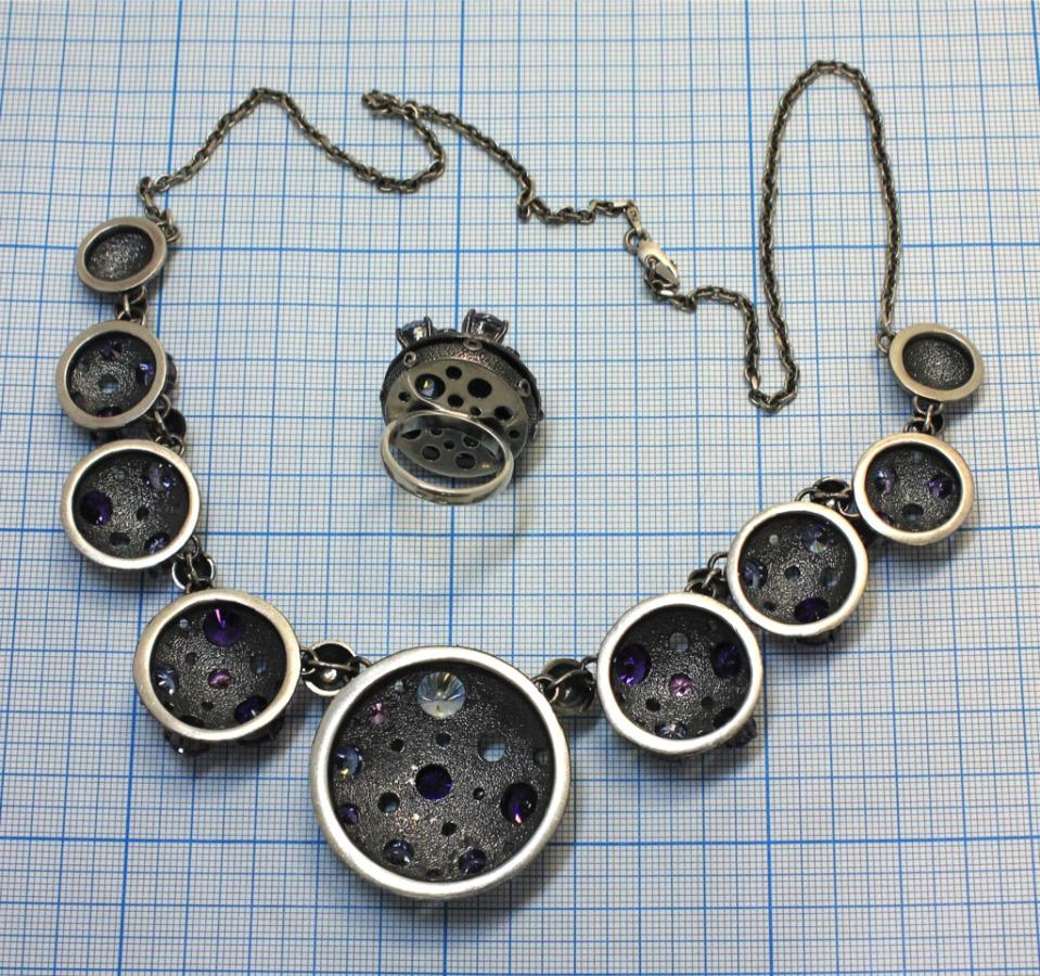 Колье икольцо скамнями (серебро 925 пробы, вес - 108,27 г)