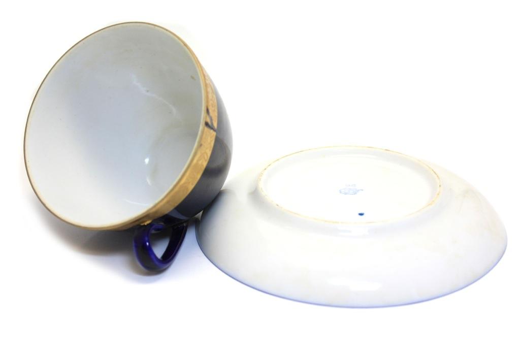 Чайная пара (несквозная трещина начашке, 50-е годы) ЛФЗ (СССР)