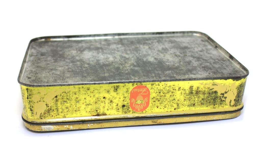 Коробка отконфет «Zora» (23×5 см, 1950-е гг.) (СССР)