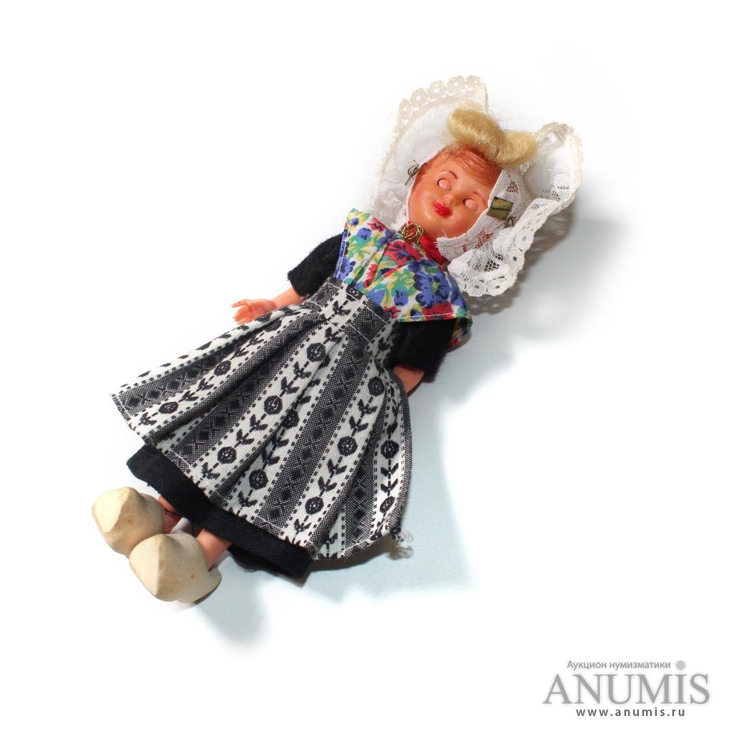 Кукла в национальном костюме, 21 см. Лот №2686 — Аукцион №187